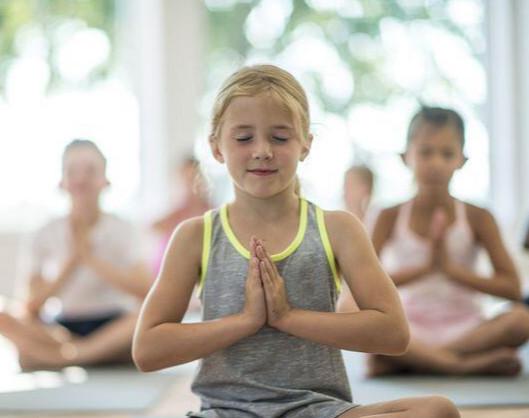 وبینار یوگا برای کودکان